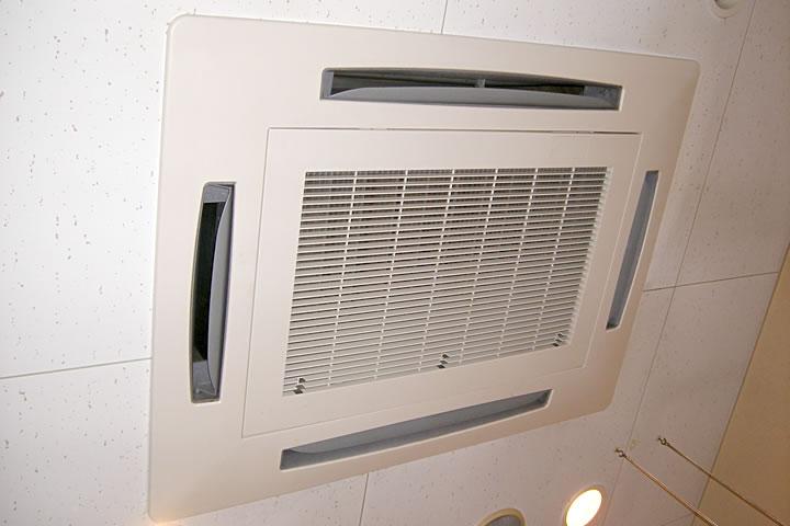 マンション・ビル・デパートのリフォーム ~店舗Rのエアコン洗浄~